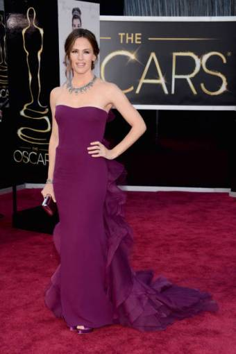 In the best color and jewels of the night, Jennifer Garner wowed in a plum ruffled Gucci number.